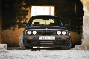black bmw e30 3 series